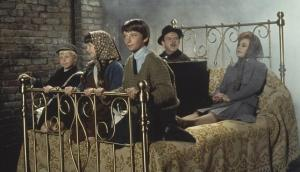 bedknobs-and-broomsticks-screenshot-1